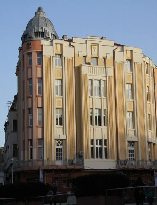 4 examples of art deco architecture on the Main Street